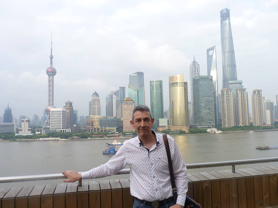 El poeta en Shangai, China.