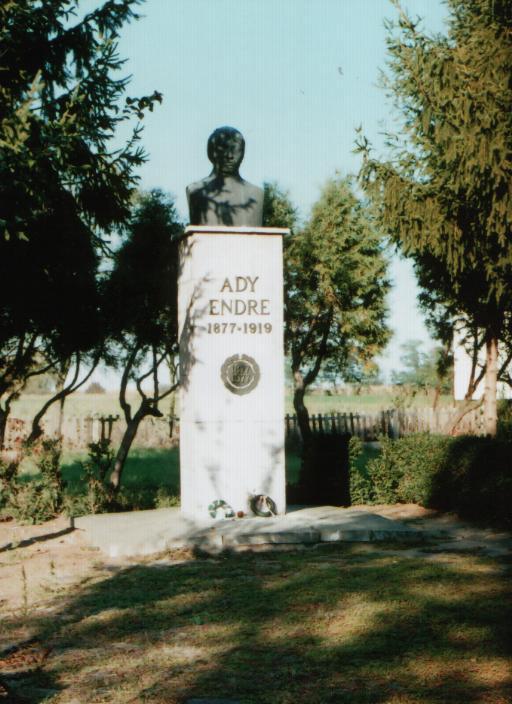 busto en la casa de ady