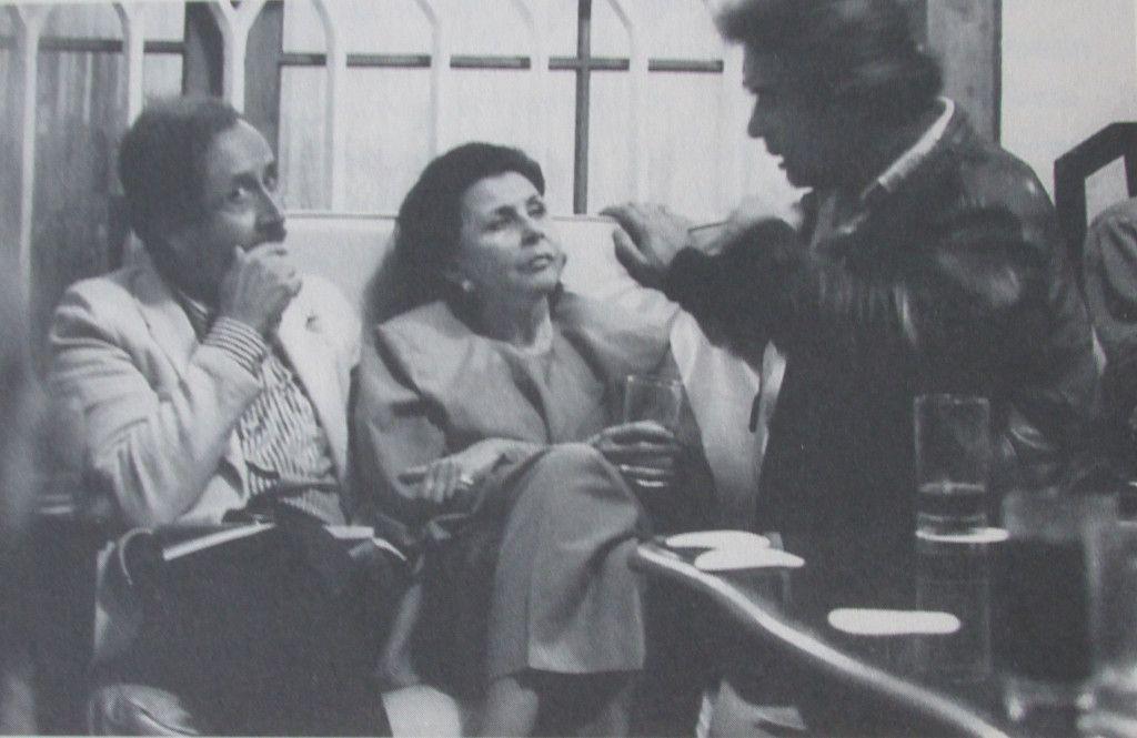 (De izq. a der.) Jorge Eduardo Eielson, Blanca Varela y Rodolfo Hinostroza. Trujillo, 1987. Crédito de la foto: Herman Schwarz