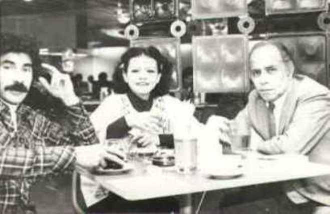 De izq. a der. Ricardo Falla, Sonia Luz Carrillo y Alejandro Romualdo. Lima-1976. Crédito de la foto Sonia Luz Carrillo.