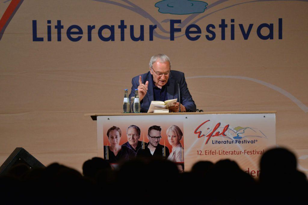 Eifel-Literatur-Festival 2016: Uwe Timm liest am Gymnasium in Wittlich. Foto: Harald Tittel/dpa