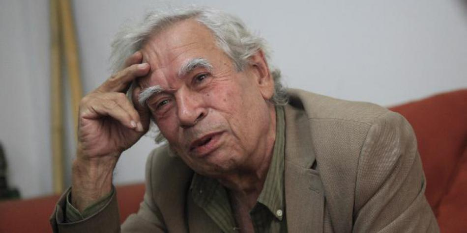 El poeta Rodolfo Hinostroza.