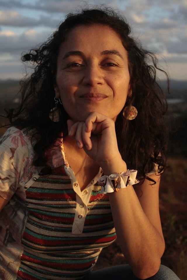La poeta Adriane Garcia