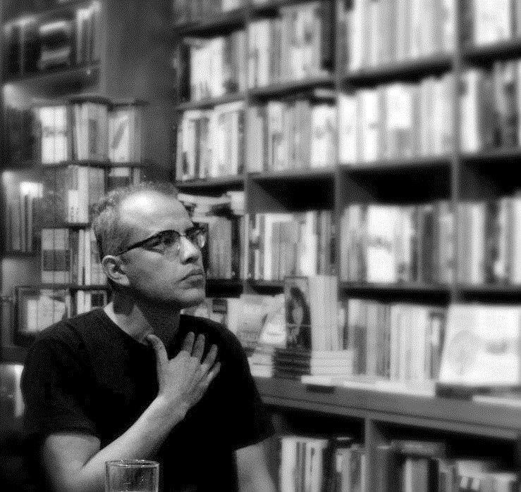 El poeta Willy Gómez Migliaro.