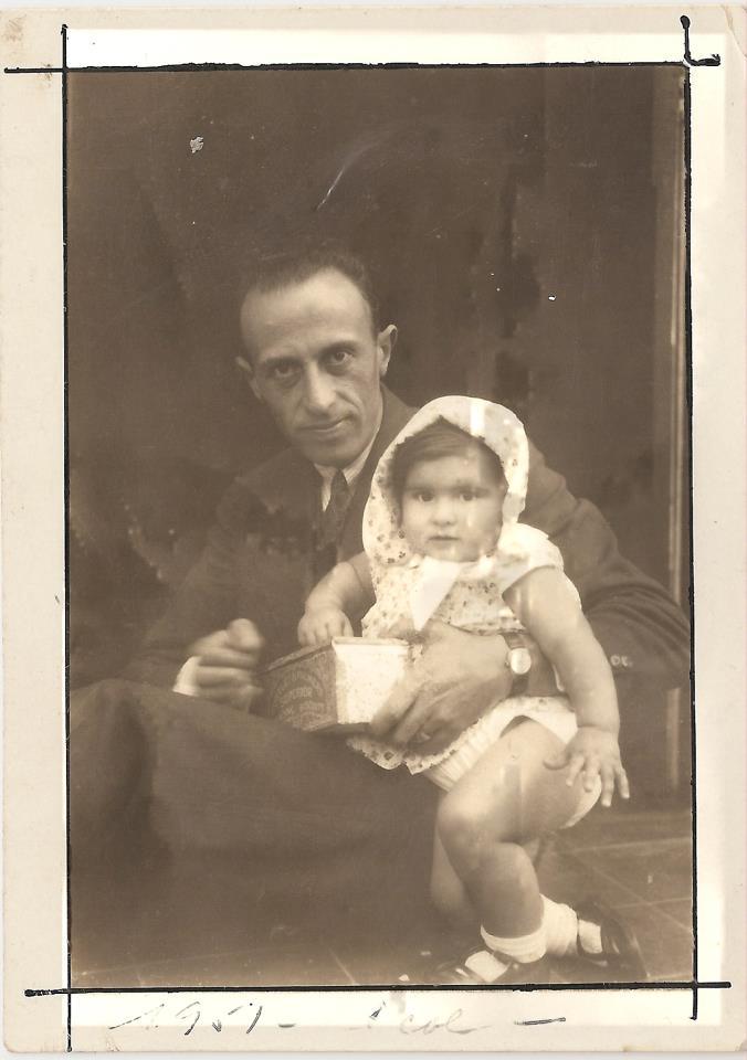 Juan Larrea con su hija Lucienne, nacida en Arequipa-Perú. C. 1934 Crédito de la foto: archivo de los hermanos More. Lima, Perú. Agradecimiento a Daniel Sáenz More por facilitar esta fotografía.