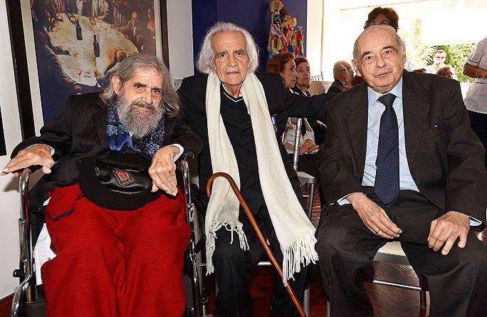 Poetas amigos. (De izq. a der.) José Ruiz Rosas, Arturo Corcuera y Carlos Germán Belli.
