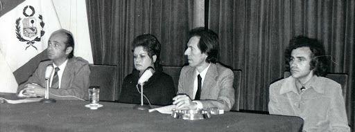 Presentación (de izq. a der.) el poeta Carlos German Belli, la lingüísta Martha Hildebrandt, el narrador Julio Ramon Ribeyro y el poeta Arturo Corcuera.
