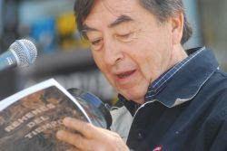 El poeta Walter Curonisy.