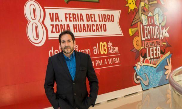 Leonardo Aguirre en la 8va Feria del Libro de Huancayo (Perú)