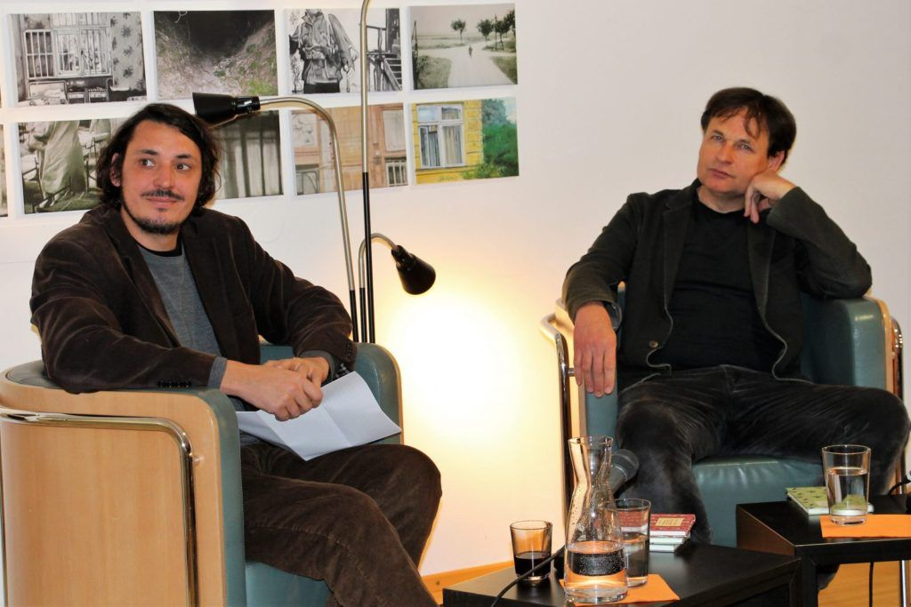 Lectura en la casa de la Literatura de Bernd Schuchter (izq.) y Wolfgang Hermann (der.)