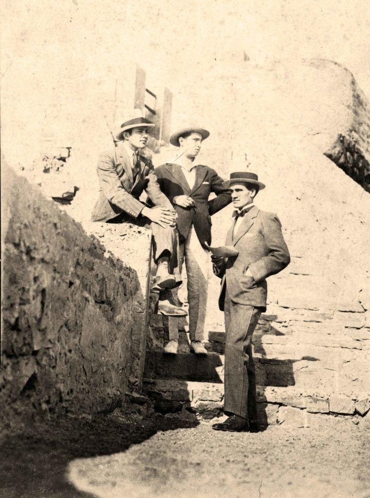 Julio C. Gamboa, Abraham Valdelomar y César Vallejo en la avenida Costanera de Lima, 1918 o 1919 Crédito de la foto: Archivo Juan Espejo Asturrizaga.