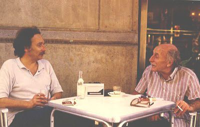 El poeta Alberto Szpunberg (der.)con Luis Luchi (izq.)