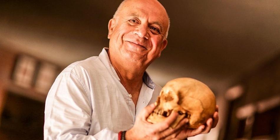 El poeta Carlos López Degregori
